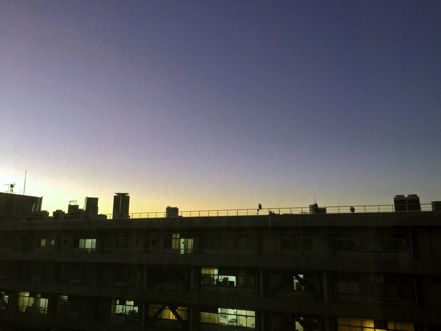 病院からの夜明け